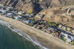 Casas de praia de Malibu ao longo da estrada da Costa do Pacífico Fotografia de Stock