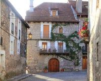 Casas de Pyrenees de la aldea del valle de Hecho Imagen de archivo