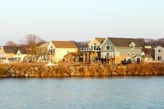Casas de vacaciones del lago Ontario Imágenes de archivo libres de regalías