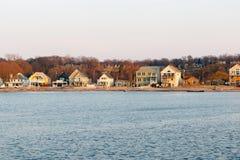 Casas de vacaciones del lago Ontario Foto de archivo