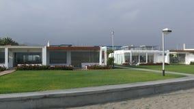 Casas de verano modernas en el distrito de Asia, al sur de Lima Foto de archivo libre de regalías