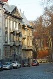 Casas de vivienda viejas en Lviv, Ucrania Imagenes de archivo