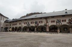 Casas decoradas na cidade velha Berchtesgaden germany imagem de stock royalty free