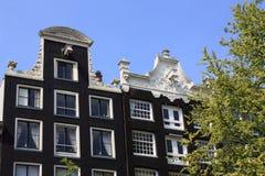 Casas del canal de Amsterdam Imágenes de archivo libres de regalías