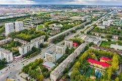 Casas del grande-panel del área de la vivienda Tyumen Rusia Foto de archivo libre de regalías