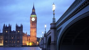 Casas del parlamento con Big Ben por la tarde almacen de metraje de vídeo