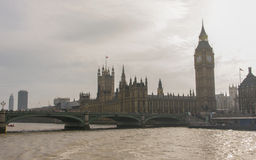 Casas del parlamento, de Big Ben y del puente de Westminster en Westminster, Londres Fotografía de archivo