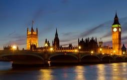 Casas del parlamento en el crepúsculo Imagen de archivo