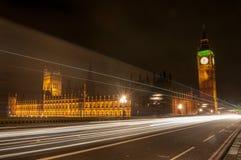 Casas del parlamento en la noche Fotos de archivo libres de regalías