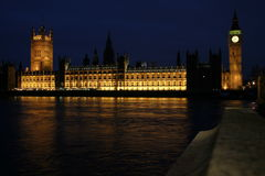 Casas del parlamento en la noche Fotografía de archivo