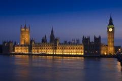 Casas del parlamento en la oscuridad Fotos de archivo libres de regalías