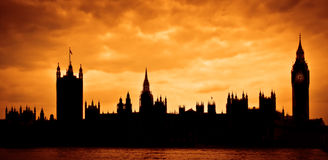 Casas del parlamento en la puesta del sol Imagen de archivo libre de regalías