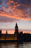 Casas del parlamento en la puesta del sol Fotografía de archivo libre de regalías