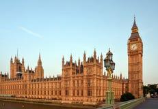 Casas del parlamento y de Big Ben. Imagen de archivo