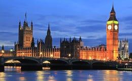 Casas del parlamento y de Big Ben en la oscuridad, Londres Imagenes de archivo