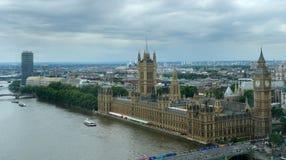 Casas del parlamento y de la ciudad de Londres Fotos de archivo