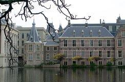 Casas del parlamento y de la torre Fotos de archivo libres de regalías
