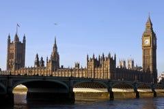 Casas del parlamento y del puente de Westminster Fotografía de archivo libre de regalías