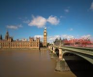 Casas del parlamento y del puente de Westminster Fotos de archivo