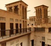 Casas del patio con las torres del viento Foto de archivo