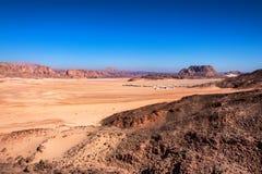 Casas distantes no deserto na peninsula do Sinai Fotos de Stock Royalty Free