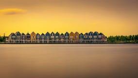 Casas do arco-íris no por do sol em Houten, Países Baixos Foto de Stock