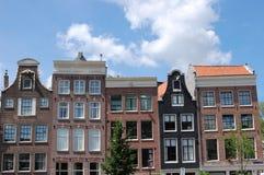 Casas do canal de Amsterdão no centro da cidade Imagem de Stock