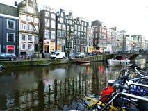 Casas do canal em Amsterdão Fotografia de Stock Royalty Free