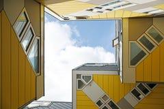 Casas do cubo em Rotterdam, os Países Baixos foto de stock