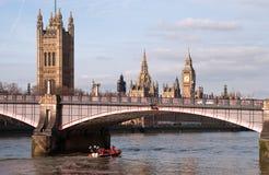 Casas do parlamento & da ponte de Lambeth Fotografia de Stock Royalty Free