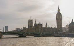 Casas do parlamento, de Big Ben e da ponte de Westminster em Westminster, Londres Fotografia de Stock