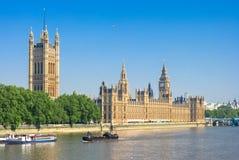 Casas do parlamento e de Thames River Londres, Reino Unido Imagem de Stock
