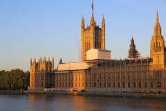 Casas do parlamento que está sendo reparado Foto de Stock