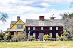 Casas do vintage com parede de pedra foto de stock