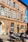 Casas do vintage dos tijolos vermelhos, Toulouse fotografia de stock