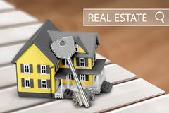 Casas dos bens imobiliários?, planos para a venda ou para o aluguel Fotografia de Stock