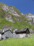 Casas Drystone em Ticino fotos de stock