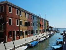 Casas e barcos coloridos Imagens de Stock