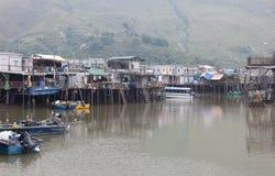 Casas e barcos da vila da TAI O. Hong Kong. fotos de stock