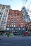Casas e céu-raspadores velhos de Mahattan New York City, EUA imagens de stock royalty free