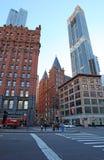 Casas e céu-raspadores velhos de Mahattan New York City, EUA fotos de stock royalty free