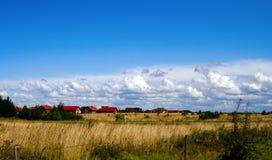 Casas e campos da exploração agrícola Fotografia de Stock Royalty Free