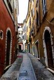 Casas e estrada velhas em Verona Close-up 06 de Itália 05,2017 Imagens de Stock