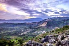 Casas e fábricas nas áreas rurais vistas de cima de Foto de Stock Royalty Free