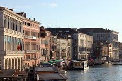 Casas e Grand Canal em Veneza, Itália Fotos de Stock Royalty Free
