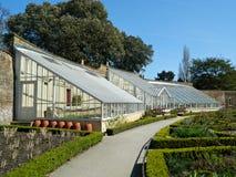 Casas e jardins de erva de vidro no palácio Londres de Fulham foto de stock