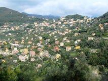 Casas e penhascos de cidade de Camogli Foto de Stock