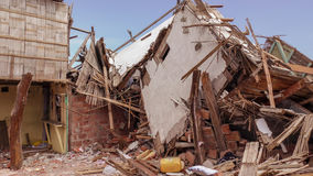 Casas ecuatorianas del pueblo destruidas por el terremoto Foto de archivo libre de regalías