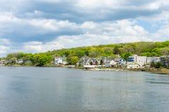 Casas em Quinnipia parque do rio de c em New Haven Connecticut fotos de stock