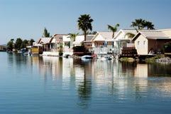 Casas em uma lagoa 3 Fotos de Stock